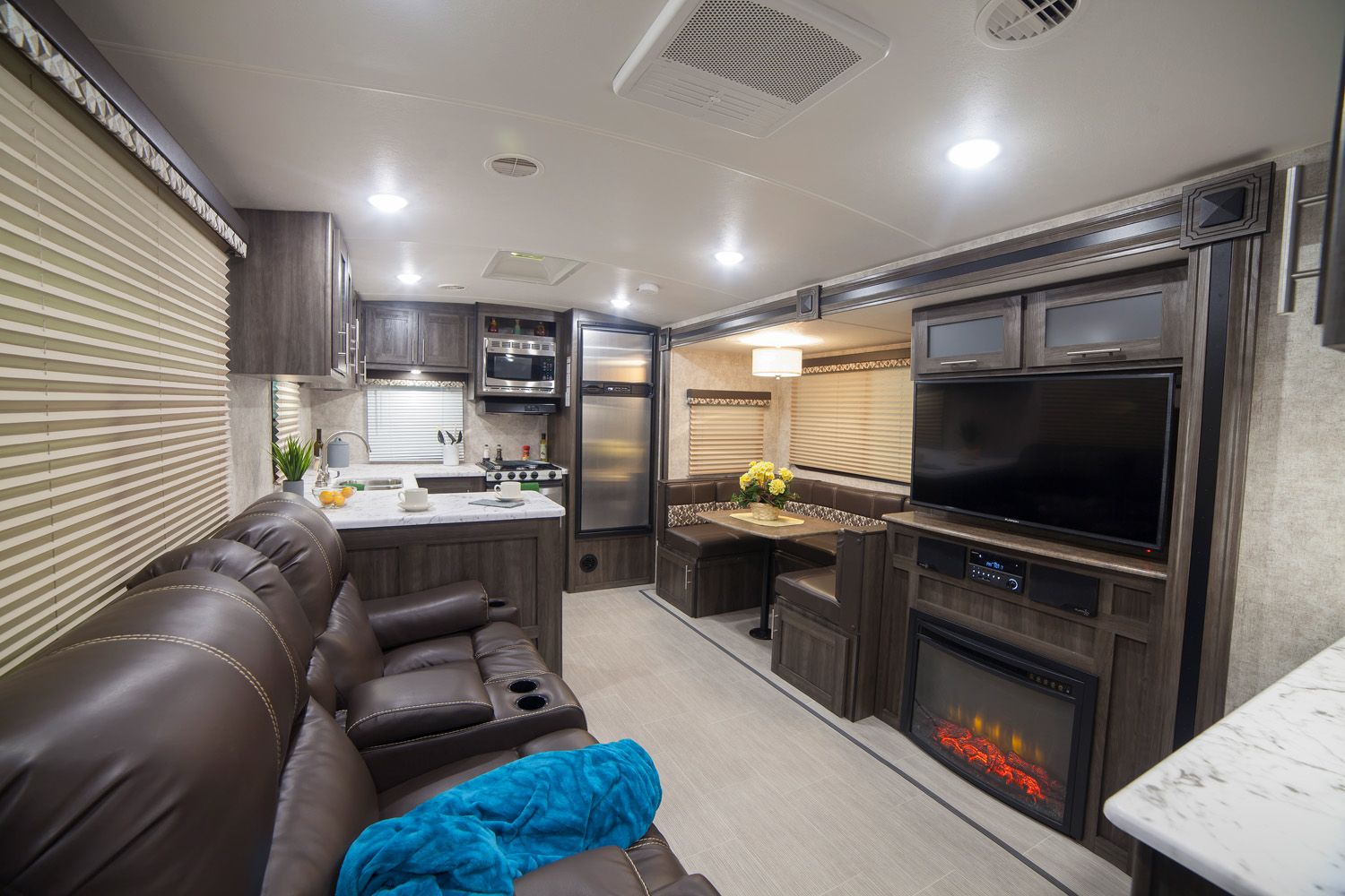 Camper Dealers In Ohio >> Open Range Light 2804RK Rear Kitchen with Fireplace and ...