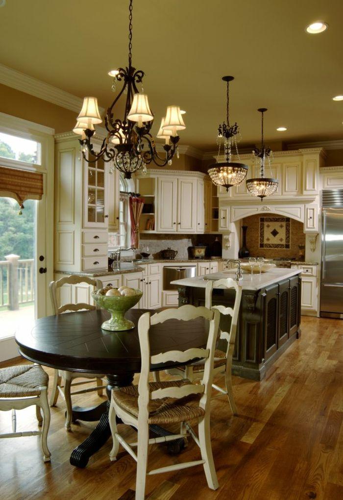 wohnküche mit rundem esstisch und bodenbelag mit holzoptik Küche - küchen in holzoptik
