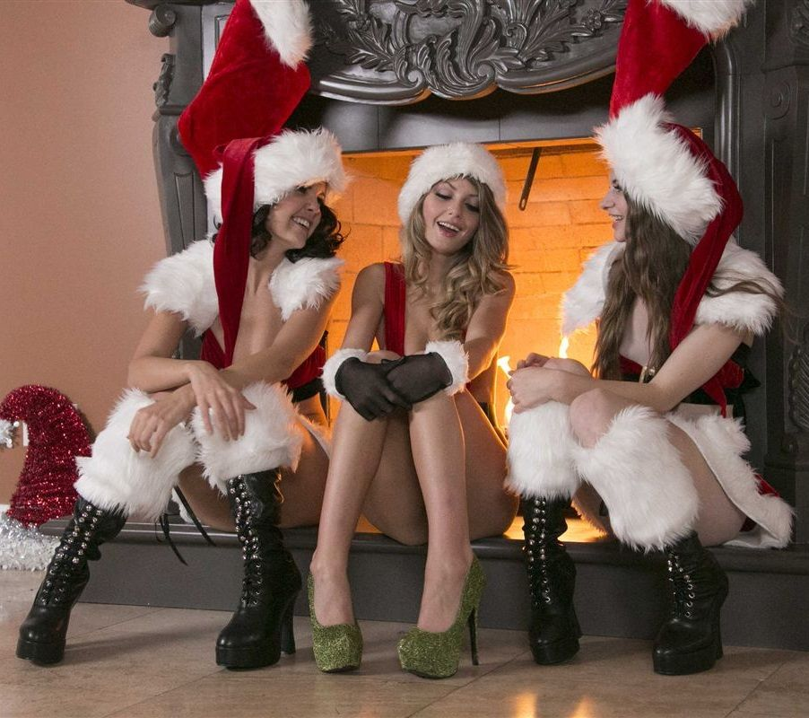 alice march dillion harper and staci silverstone | christmas girls ...