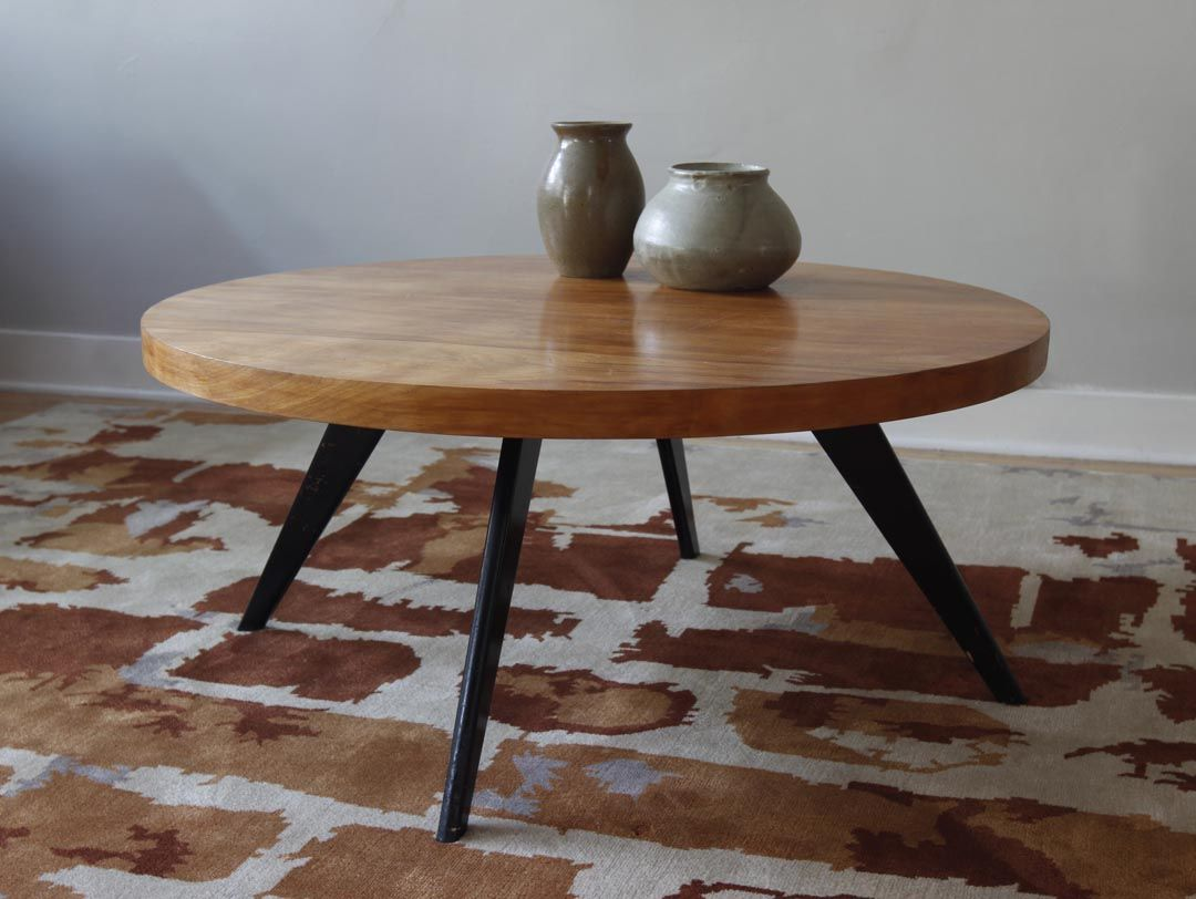 Mid Century Modern Coffee Table Measuring Round By In Height Legs Are Wood And Look To Have Been Brushed Or Sprayed Black At