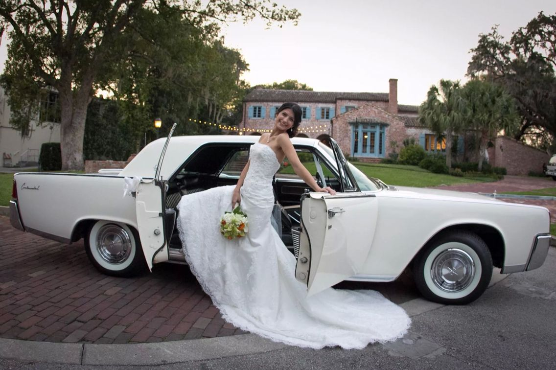 wedding car vintage 1961 lincoln continental by selimo net [ 1136 x 756 Pixel ]