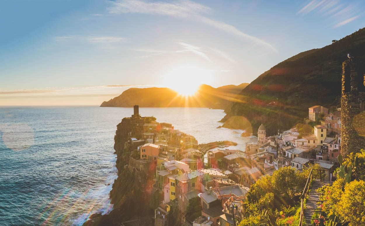 First of all, I want to apologize for being offline the last few weeks but now I am back for good.  Second, time to talk about my trip to Cinque Terre.  It is useless to say that Cinque Terre, a group of five small towns, Riomaggiore, Manarola, Corniglia, Vernazza and Monterosso al Mare, is one of the most picturesque places in the world. At first, I wanted to go and spend one day at each town but soon I realized that I could see all of them in three days. Four days the most if I took one…