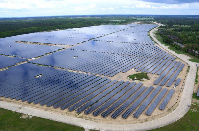 This Solar Power Station Puts Half Of Germany S Power On Their Power Grid Amazing Alternatif Enerji Dogal