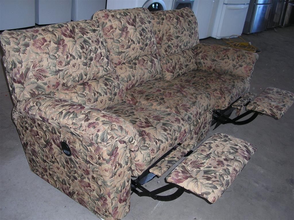 La-Z-Boy Floral Pattern Dual Recliner Sofa | Auction Items ...