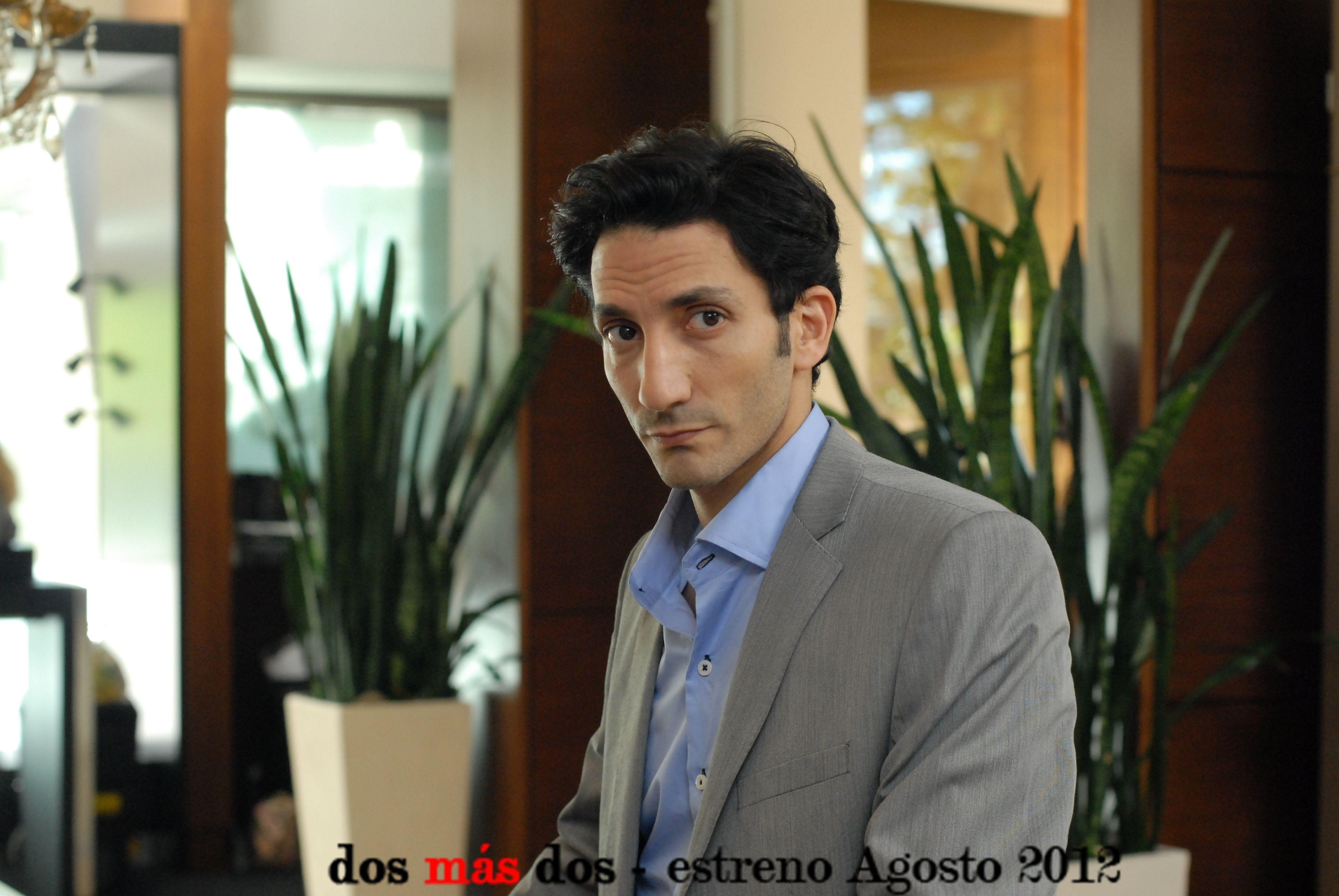 Juan Minujín - Dos más Dos - La comedia del 2012.