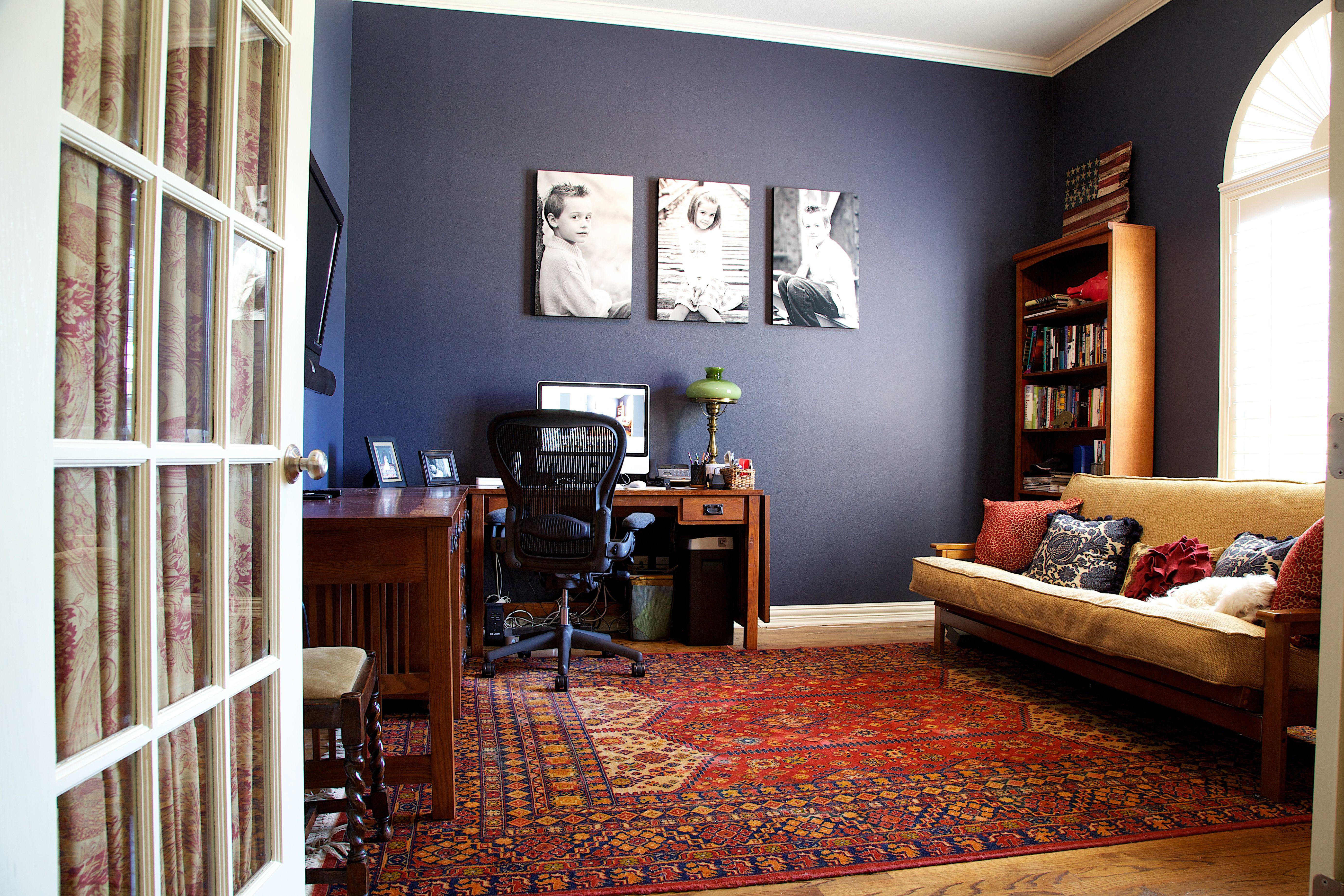 living room in blue%0A Benjamin Moore Hale Navy