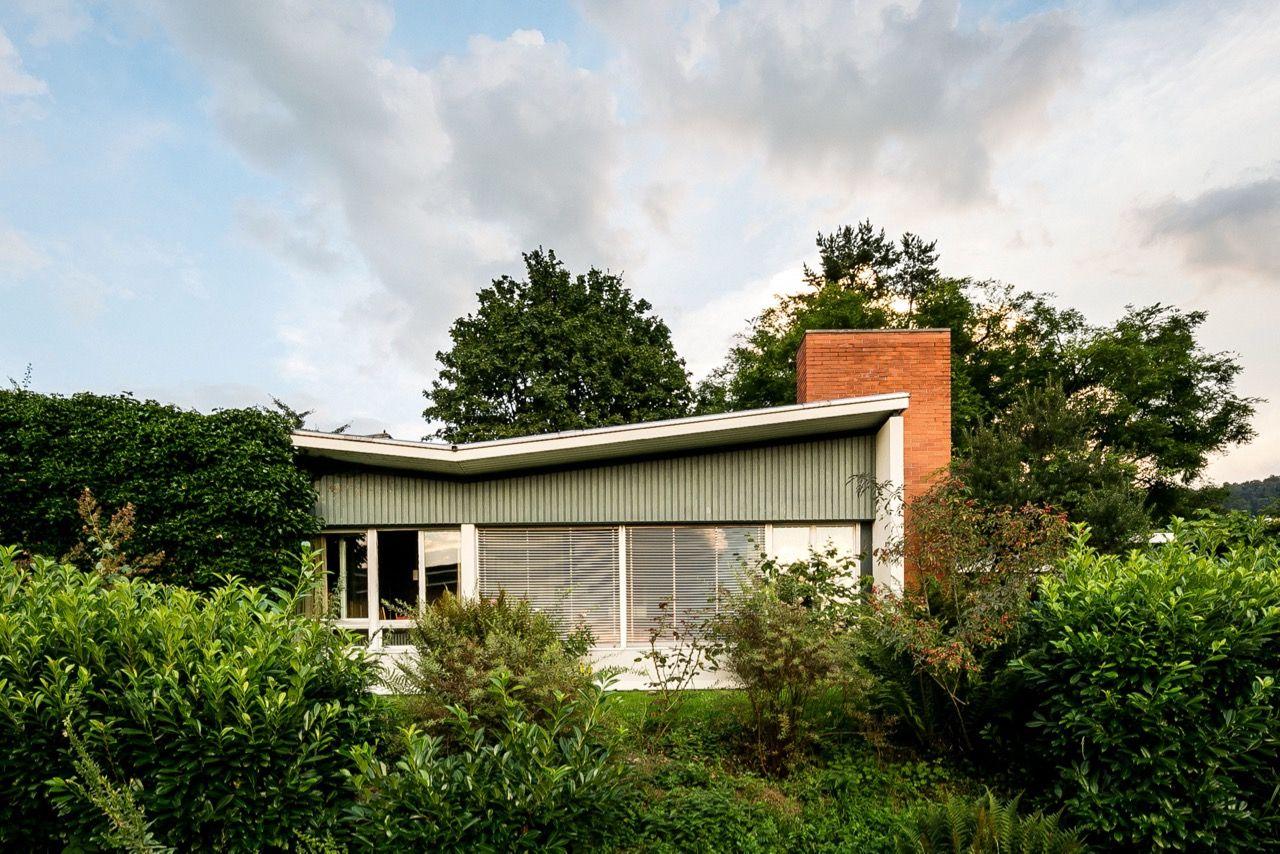 Leo Hafner S Mid Century Dalcher House Is Charmingly Understated Mid Century Home Mid Century House Modernist Architects Fixer Upper House