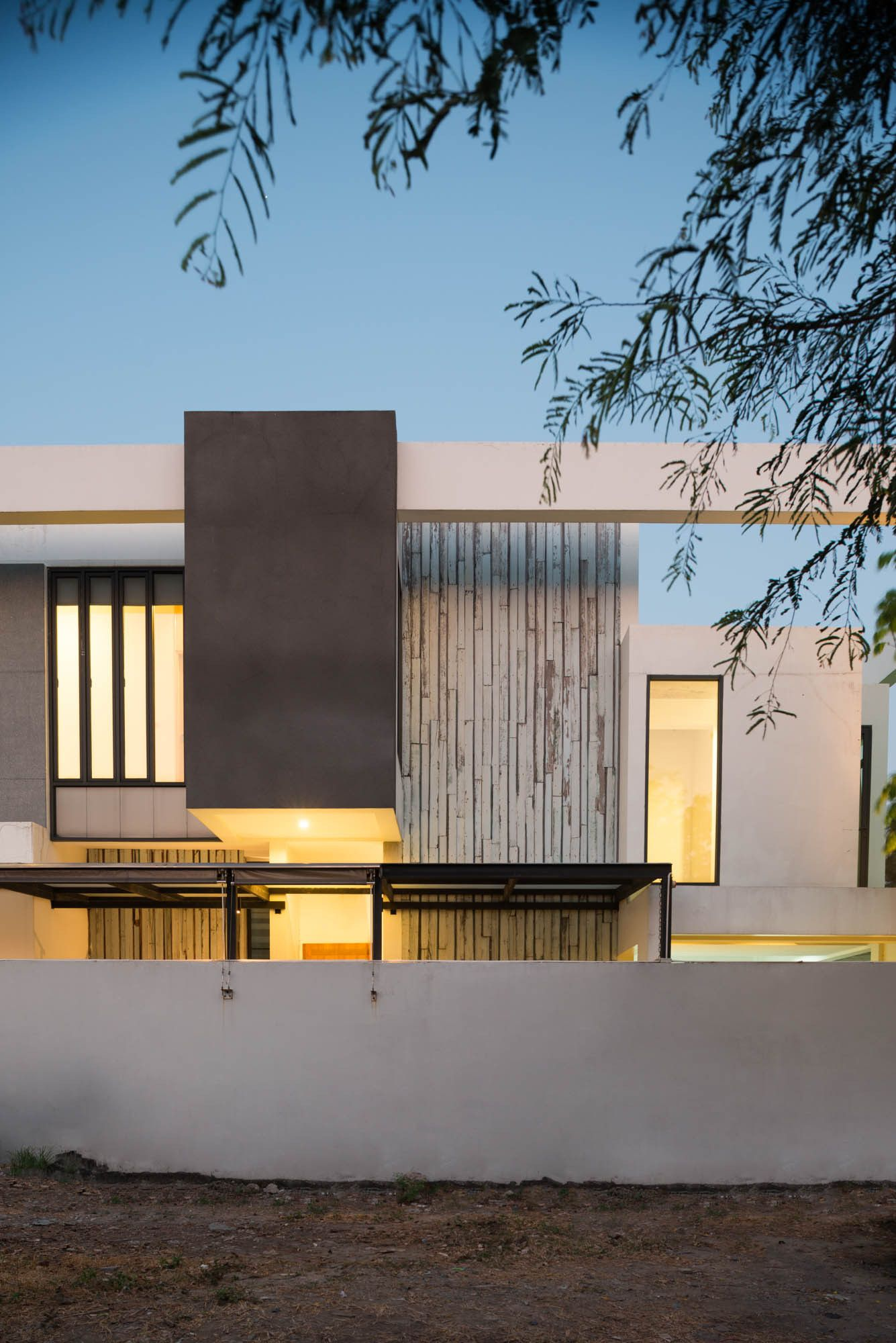 Casa Bangna / Archimontage Design Fields Sophisticated