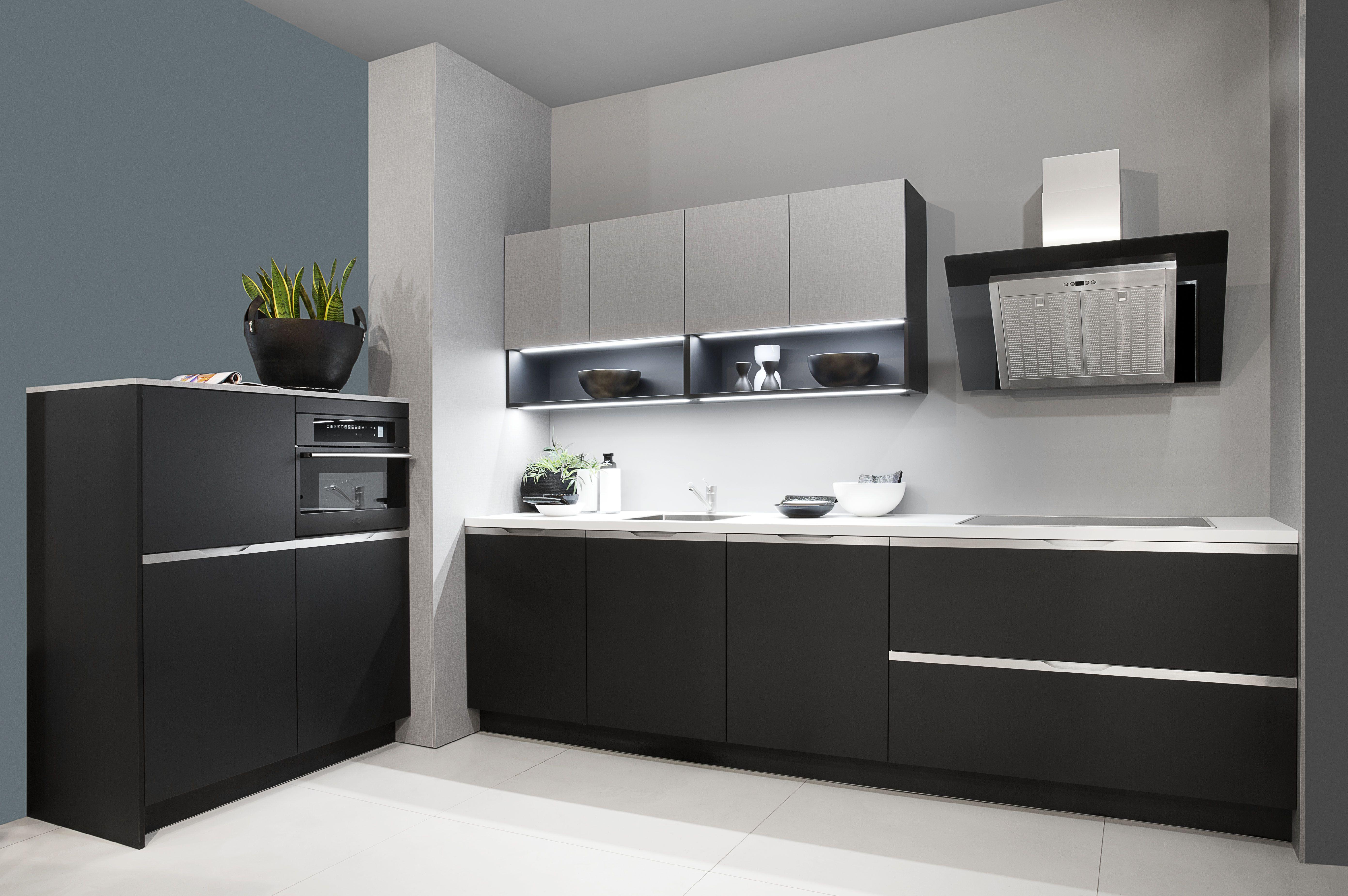 Keukens Etten Leur : Rotpunkt spelen met kleuren en open vakken in de keuken van