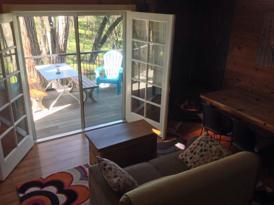 in Sonora, US. Oak Nest Cottage is a quiet retreat on 5 wooded acres. The tidy cottage is clean and simple and measures 600 sq. feet. The cottage includes a kitchenette, bathroom w/ a shower, deck, carport and a loft bedroom. It is comfortably romantic for 2...