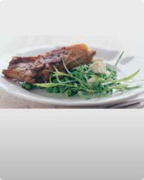 Stegt lammekotelet med ærter og fetaost