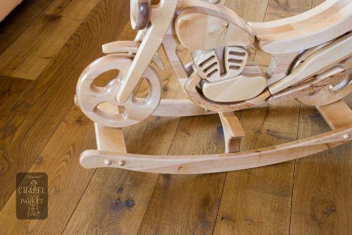 Drewniana posadzka w pokoju dziecka