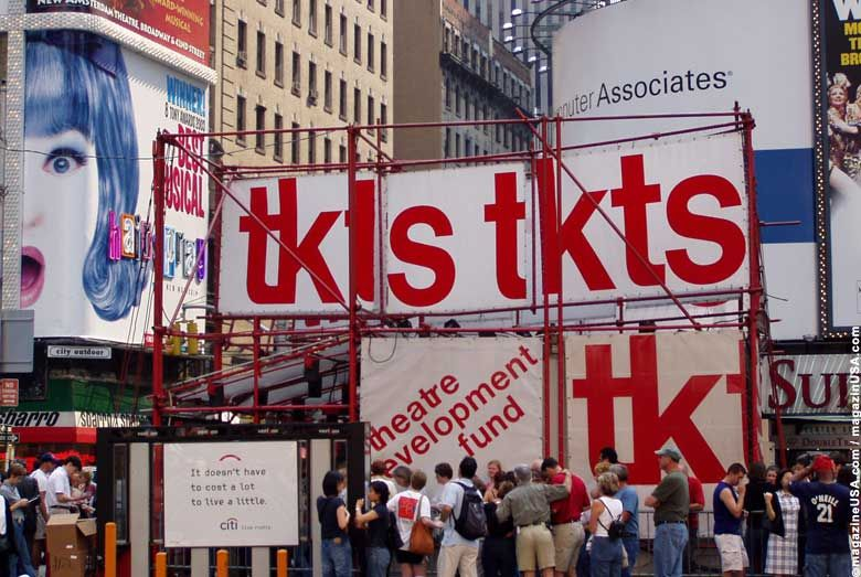 Times Square Tkts Booth Yes You Have To Stand In Line But At 25 75 Off Ticket Prices For That Night S Broadwa With Images New York Broadway New York Travel New York City