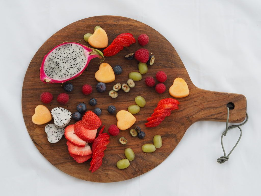 Lovely way to get your kids to get their 5 a day. Gorgeous fruit board using metal cookie cutters to make fun shapes!