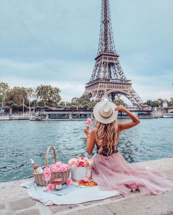 We traveled to Paris to find the best locations for Instagram-friendly photos in Paris. You can also find the exact locations of the ideal spots.