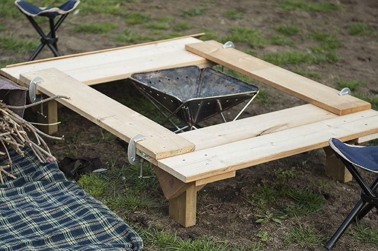 知ってる人は10倍楽しめる おしゃれ便利なキャンプアイデア Feature 自分らしいdiyスタイルを追求するウェブmag Diyer S アウトドアキャンプ キャンプ 囲炉裏テーブル