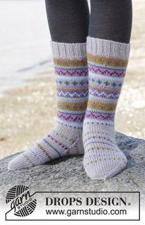 """Strikkede DROPS sokker i """"Karisma"""" med flerfarvet mønster i borter. Str 35-46. ~ DROPS Design"""