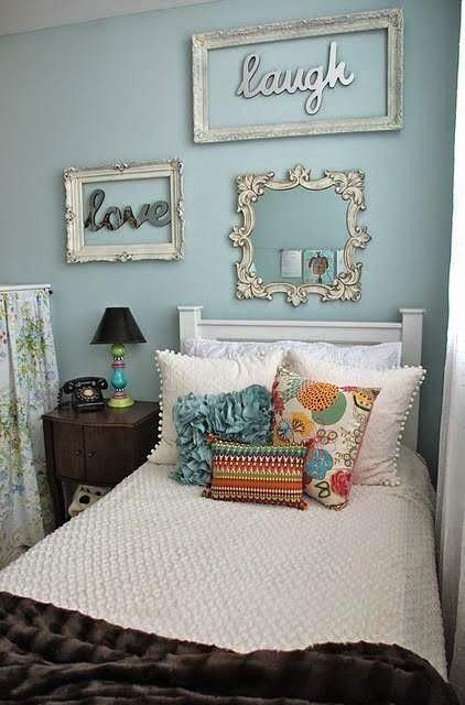 Decorare una parete con cornici vuote   Disegni camera da ...