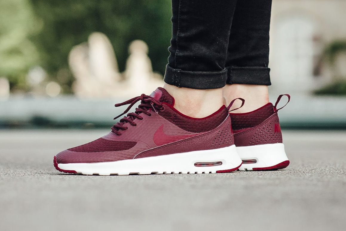 magasin en ligne 86492 d34fd The Nike Air Max Thea TXT Goes Burgundy In