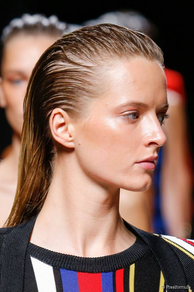 A wet-look effect on long hair: take the big hairstyle ...
