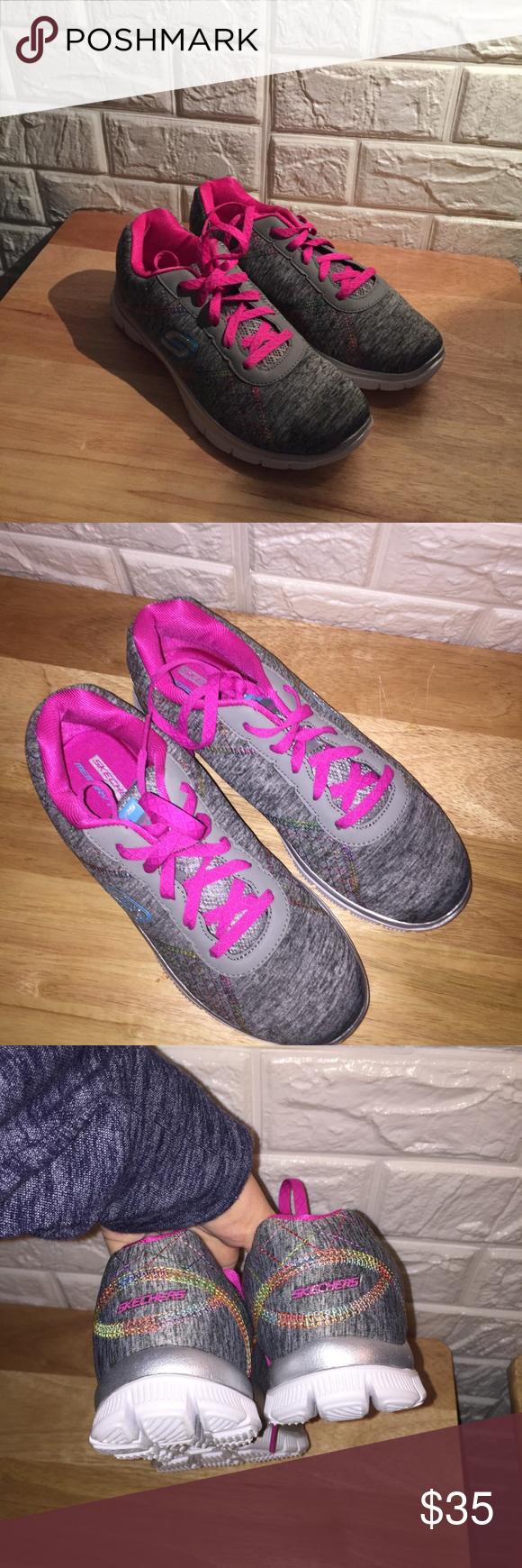 Skechers Shoes NWT Size 6                         </p>                     </div>                 </div>                 <div role=