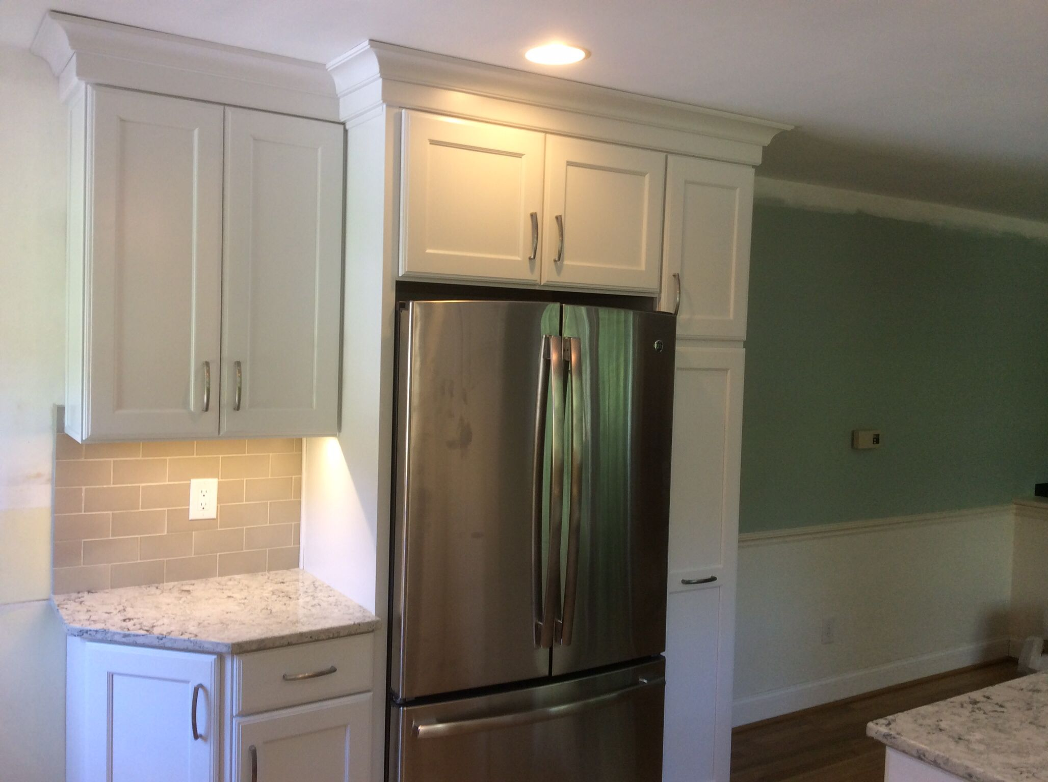 Kitchen Remodel With Merillat Cabinets Starter Molding And Contemporary Crown Camb Kitchen Design Pictures Kitchen And Bath Arabesque Tile Backsplash Kitchen