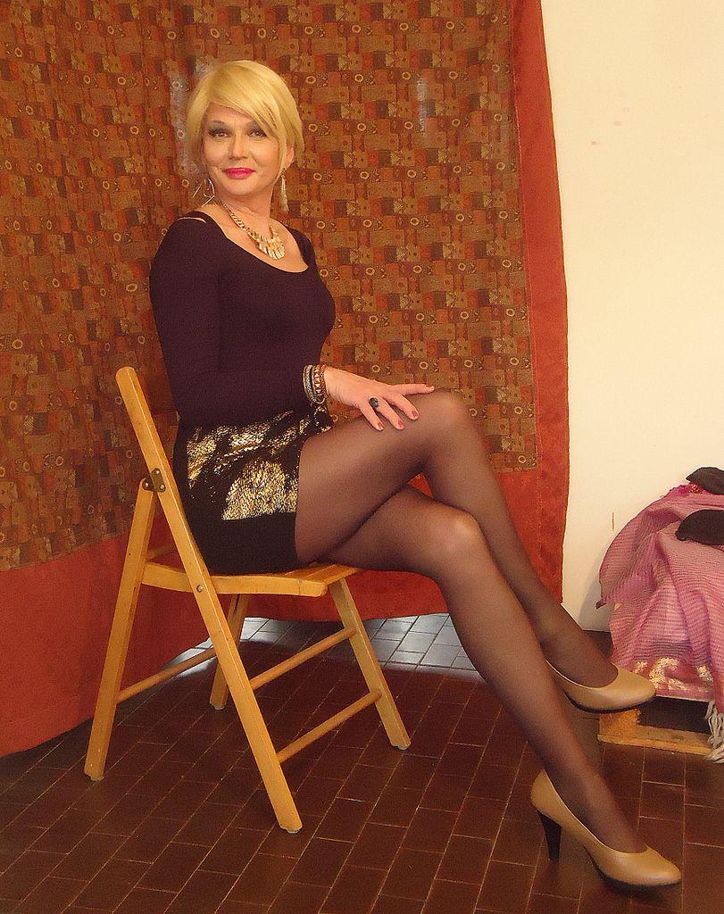 mature-tgirl-women-skirts-tgirl-flickr-strip