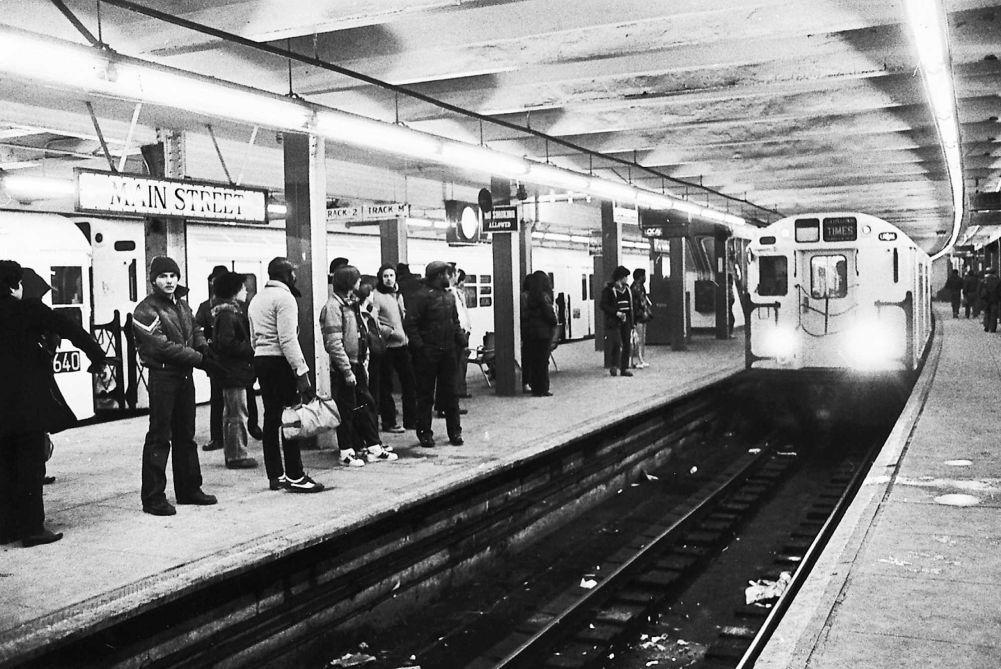 Flushing queens 1982 nyc subway new york subway nyc