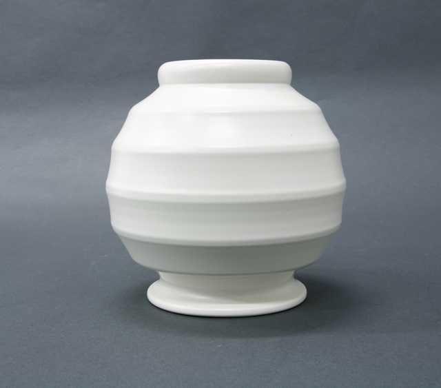 Ernest Shufflebotham With Images Vintage Pottery White Vases Pottery