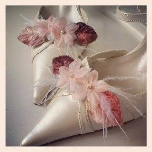 clips à chaussures mariée Eugénie, bohemian clips shoes with flowers and feather