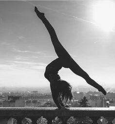 pin van  dutchbrenda  op how to do a handstand