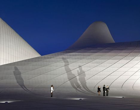 The Undulating Heydar Aliyev Center In Baku Azerbaijan By Architect Zaha Hadid Has Named Design Of The Year By London S Des Zaha Hadid Design Zaha Hadid Zaha