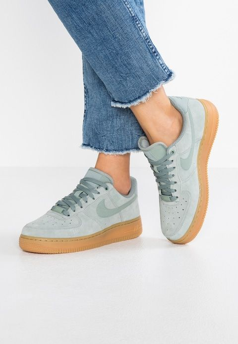 hot sales 7ea5e f0693 Nike Sportswear AIR FORCE 1  07 SE - Sneakers laag - green light  brown light silver - Zalando.nl