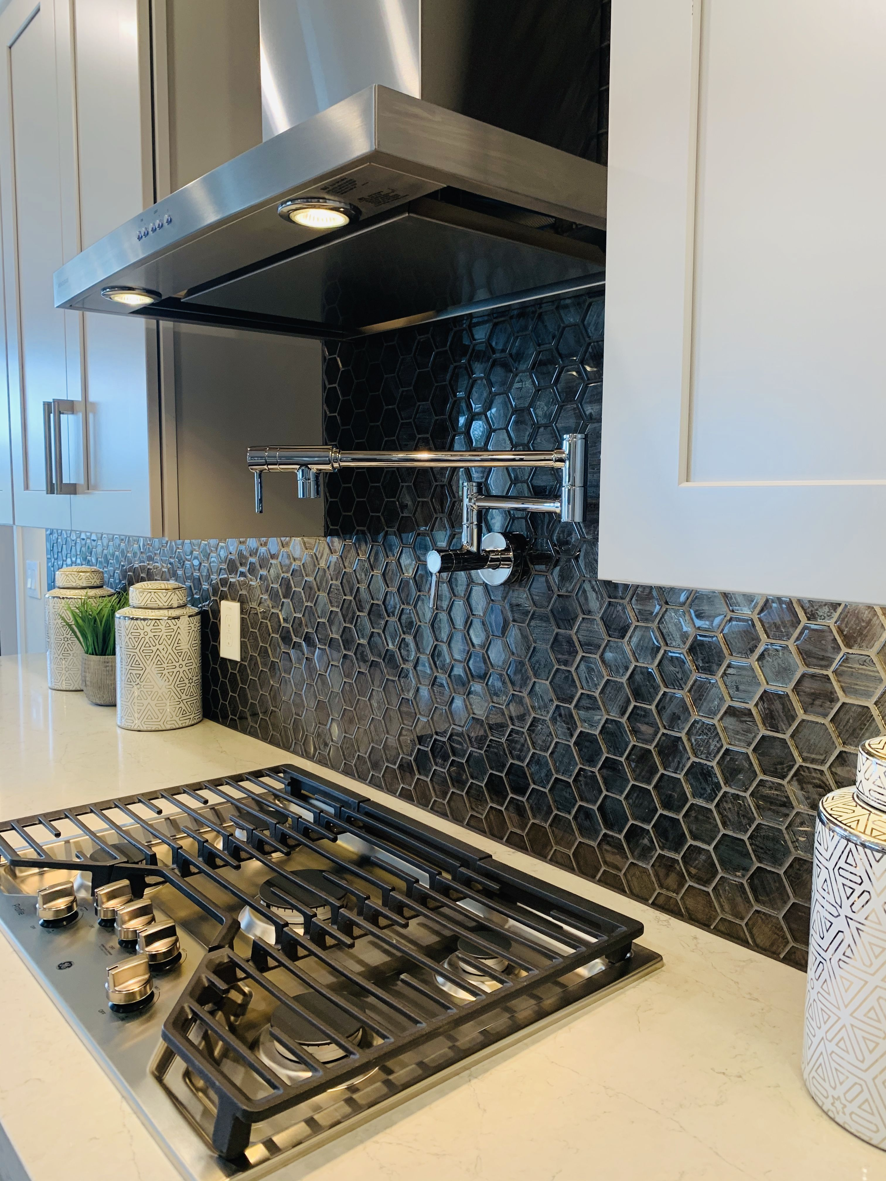 Backsplash Design Hexagon Idea Kitchen Tiles Black Luxury Kitchen Design With Hexagon Tile Bla Luxury Kitchen Design Hexagon Backsplash Backsplash Designs