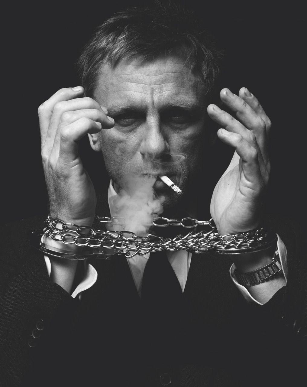 66c97a24d Daniel Craig / Black and White Photography Smoking | Actors ...