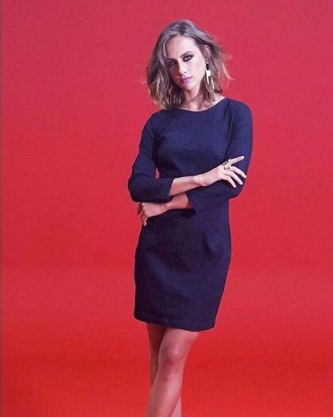 Para marcar a cintura, um cinto cairia bem . Para um ar mais chique, vale tentar sandálias de salto. Essa é uma das vantagens do vestido jeans: ele combina com váááários tipos de sapato     . #vestido #jeans #vestidodemanga #dress #elegante #vestidojeans #comousarvestido