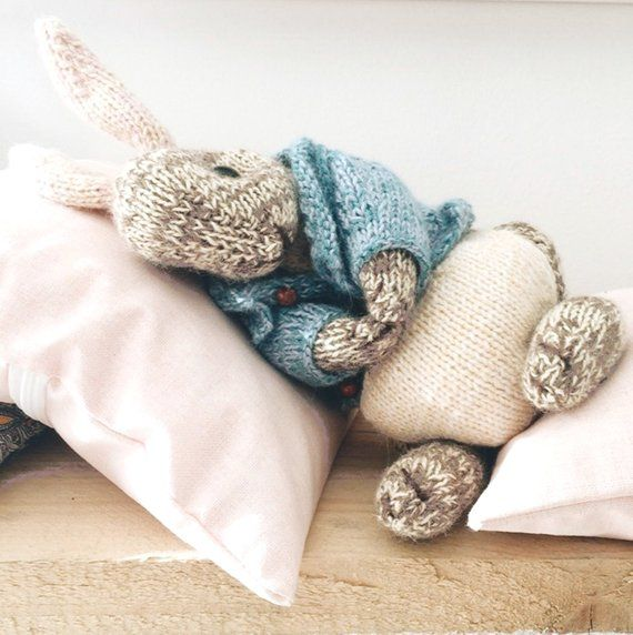 KNITTING PATTERN - Peter Rabbit