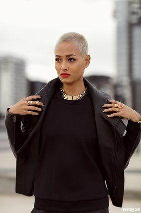 21 femmes qui prouvent que les cheveux ras s sont sublimes photos f minine t te ras e. Black Bedroom Furniture Sets. Home Design Ideas