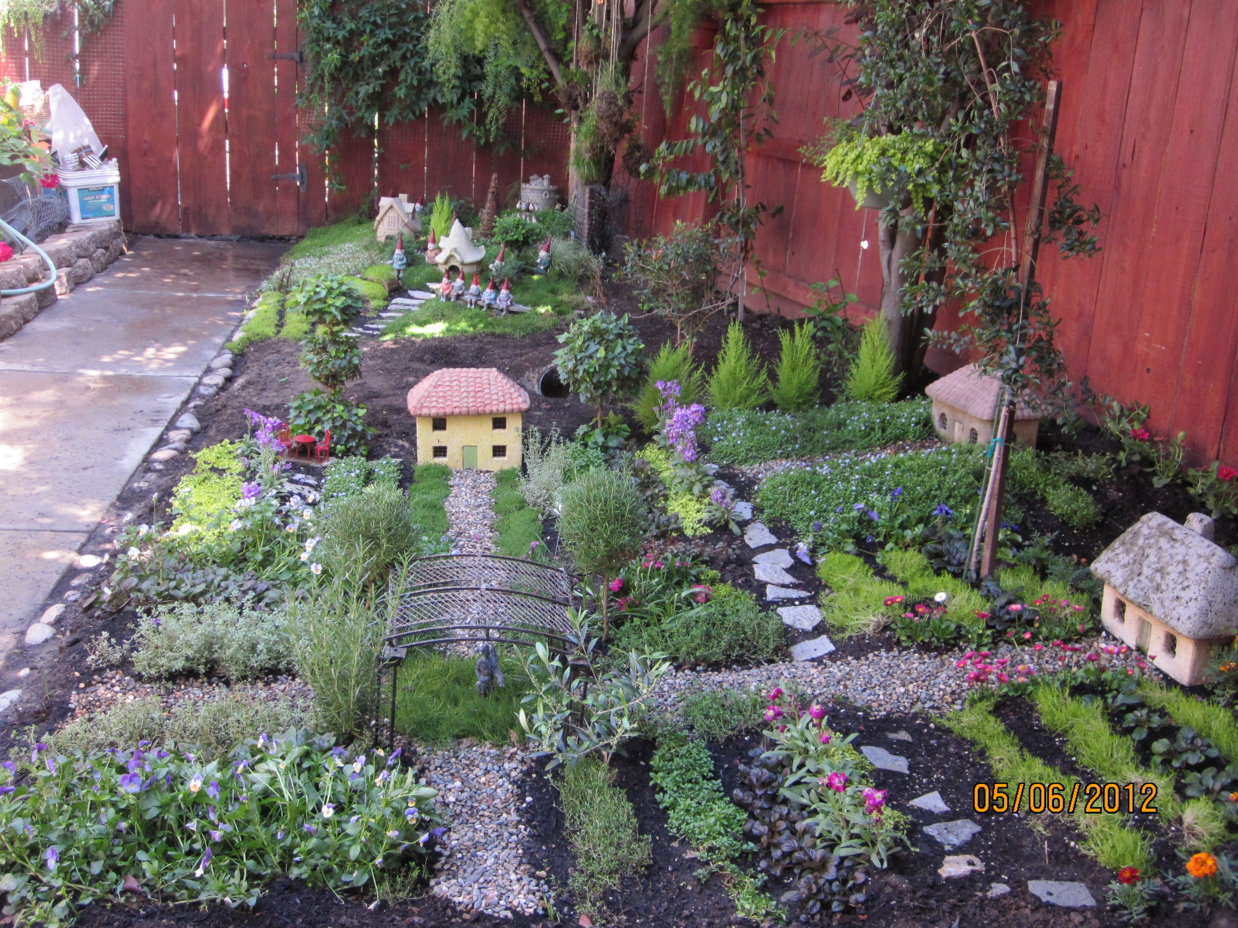 Gnome Garden: Love The Idea Of A Big Miniature Garden! Just Needs Spaces