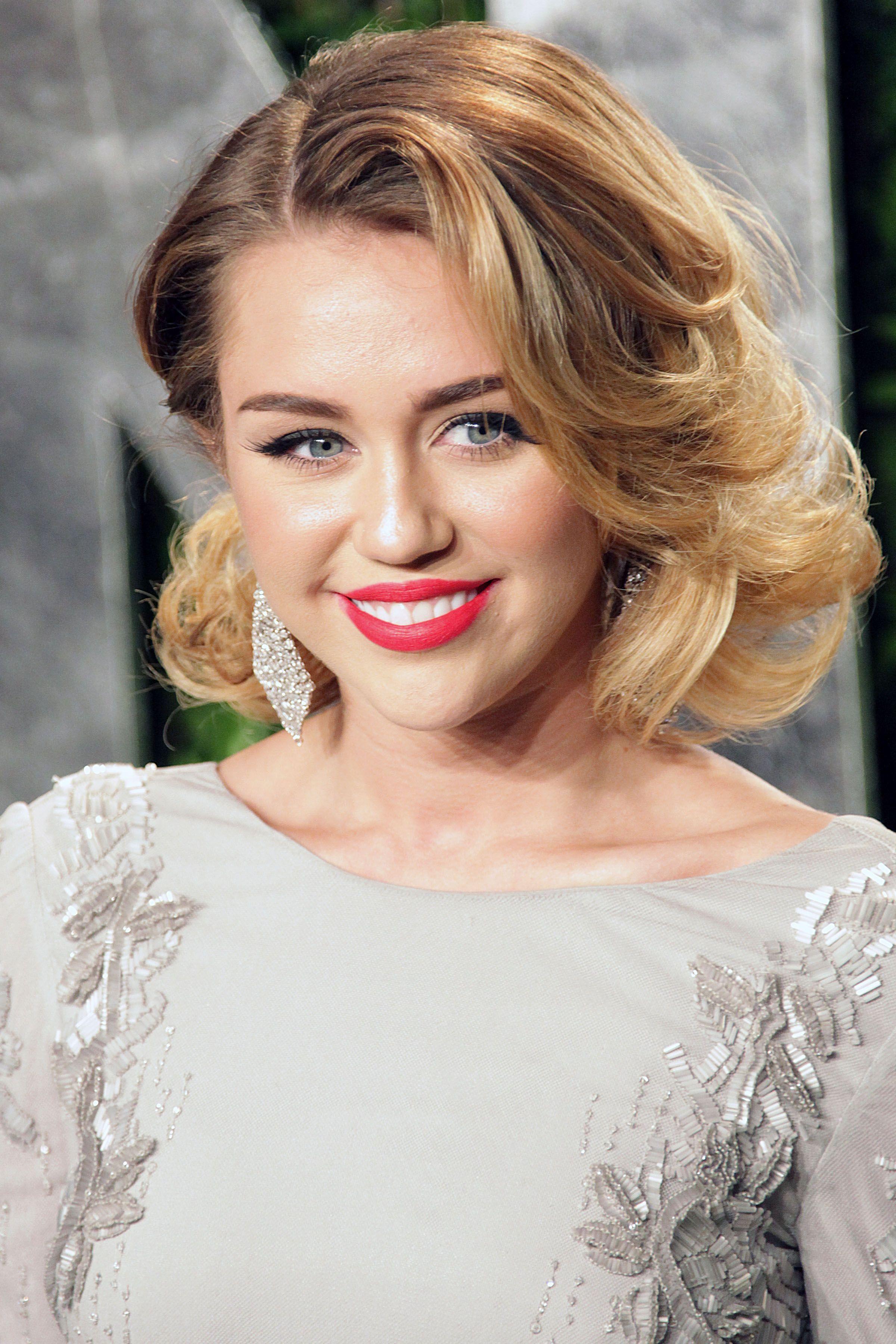 Miley Cyrus Medium Straight Cut - Shoulder Length ... |Miley Cyrus Shoulder Length Hair 2012