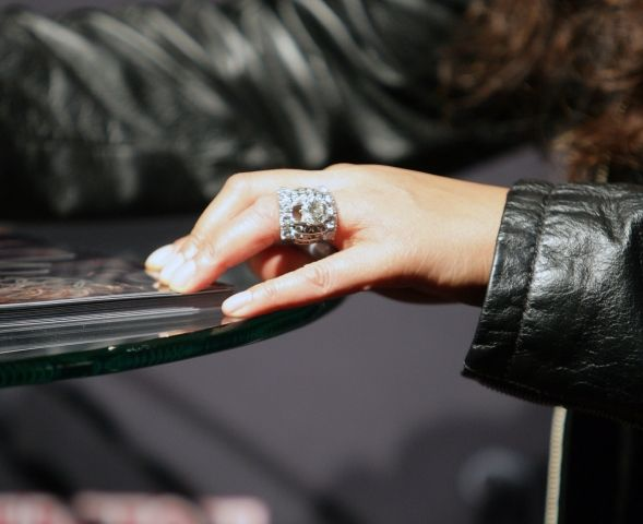wendy williams engagment ring ugliest ring i have seen yet celebrity engagement rings. Black Bedroom Furniture Sets. Home Design Ideas