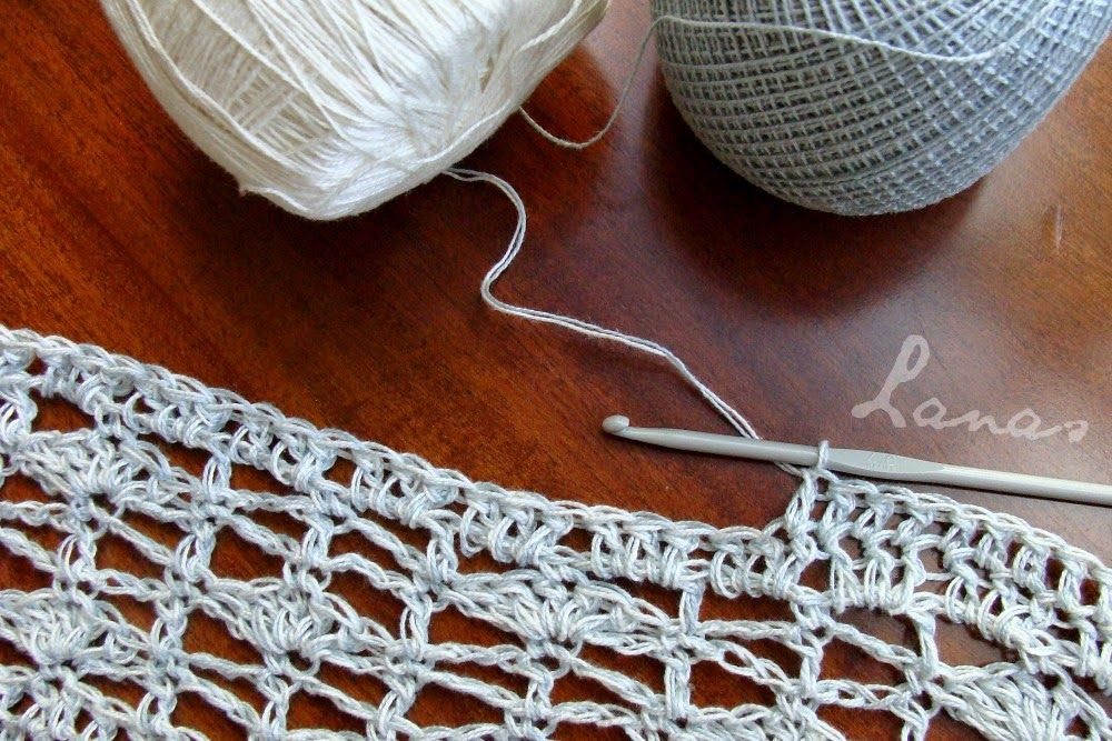 (Crochet)     A lacy top in cotton…   Una blusa calada en algodón…                            I made this lacy top using a very fine cotto...