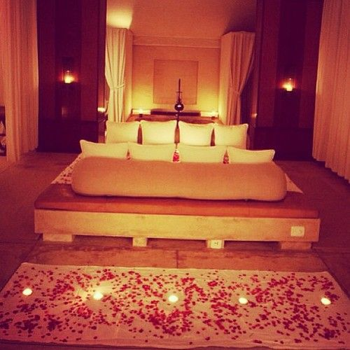 What Girl Wouldn T Love Something Like That Roses Candles Mmm 3 Romantic Bedroom Design Valentine Bedroom Decor Romantic Hotel Rooms