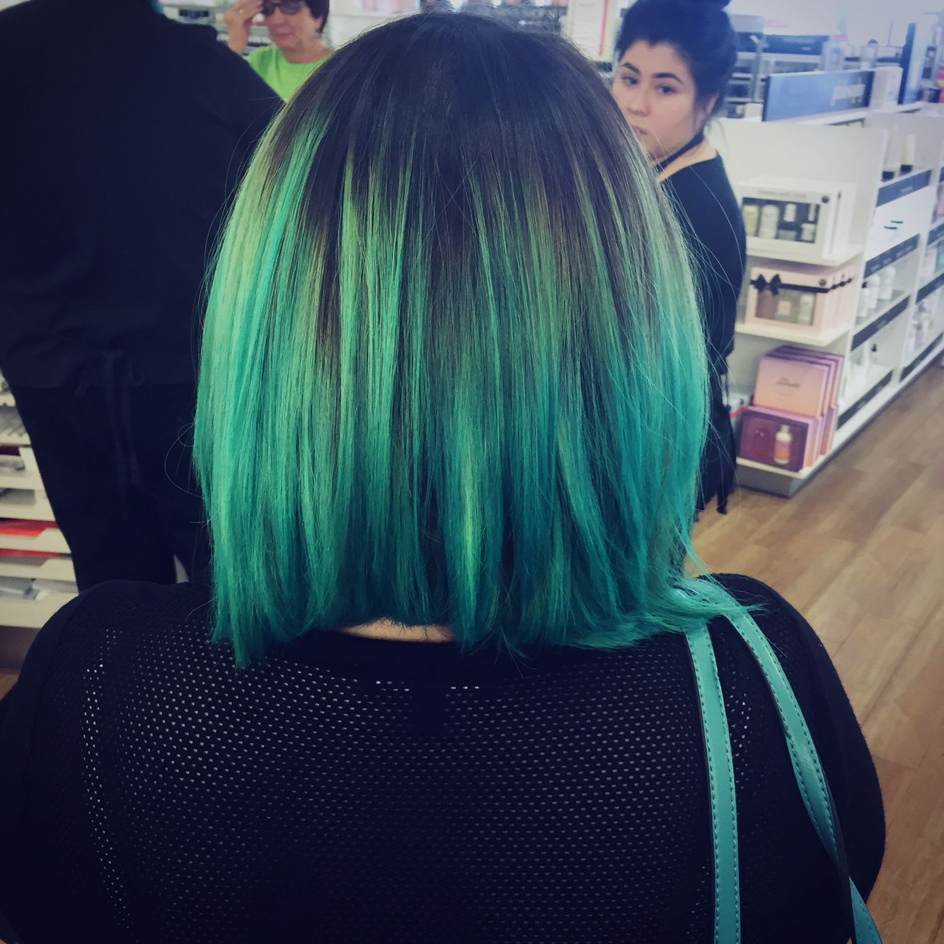 Ombré teal! Love this look!
