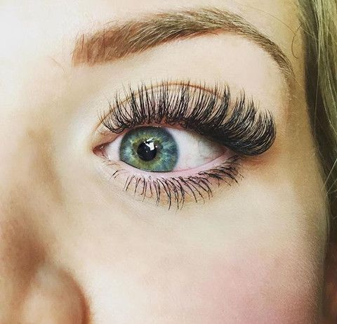 Gorgeous eyelash extensions done by one of Borboleta's head educators!