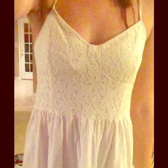 White Flower Lace dress Pretty lace top dress! All white! American Eagle Outfitters Dresses