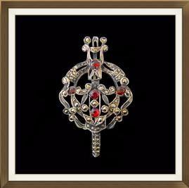 Beautiful Vintage Irish Silver Garnet Tara Brooch  £95