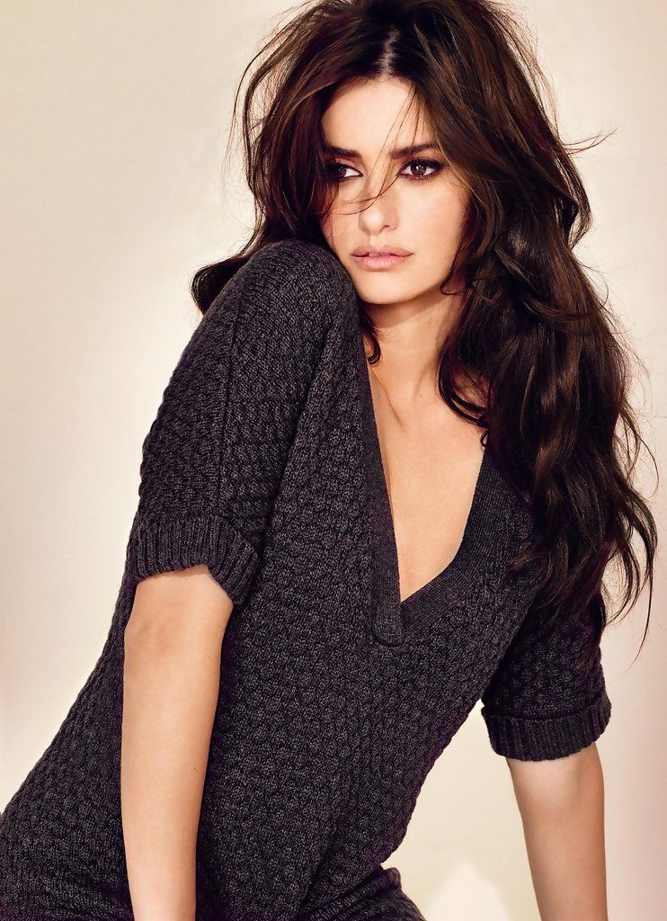 Actress PENELOPE CRUZ and her sister MONICA CRUZ posing for her new 'Limited Edition' at Mango.