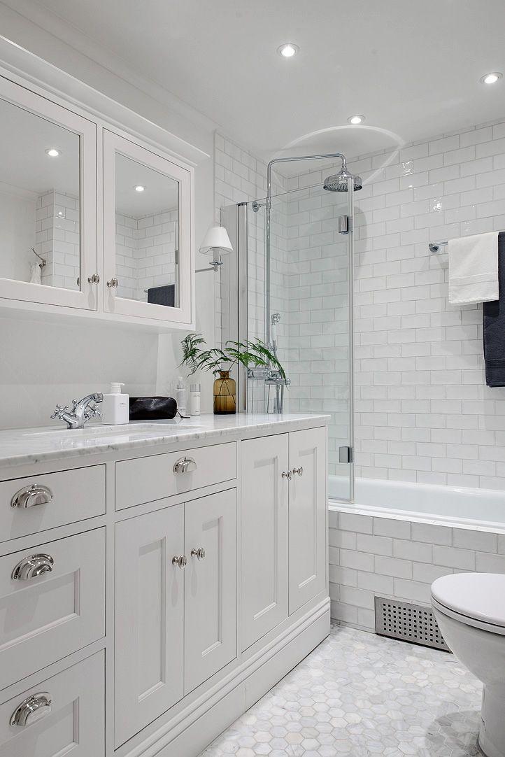 Splitter nya Lantligt 1920-tals badrum i stan | Bathroom. | Badrum, Lantliga SK-56