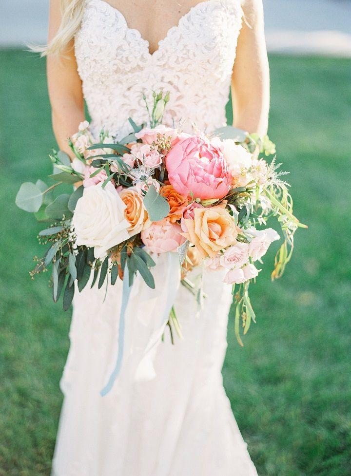Romantic wedding bouquet ideas | perfect summer wedding bouquet #weddingbouquet #bridalbouqet #bouquets #pinkbouquet #bouquetideas #summerweddingbouquet